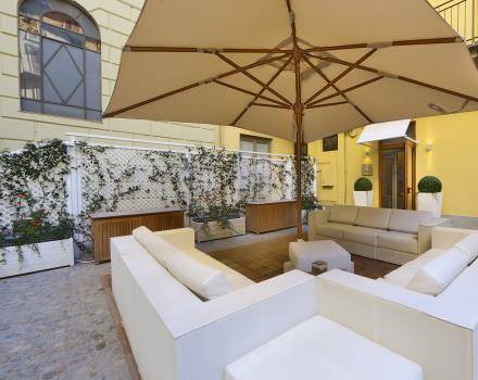 The outdoor seating of SPA H14 of BW Plus Hotel Genova Turin