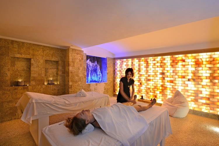 The benefits of Himalayan Pink Salt at the SPA PLUS Hotel HQUATTORDICI of Genoa in Turin.